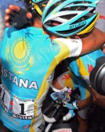 Contador eta Vinokouroven arteko besarkada