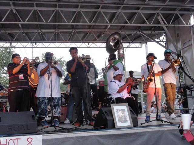 Hot 8 Brass Band + invités