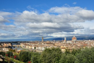 Head across the Arno for the best view of Firenze