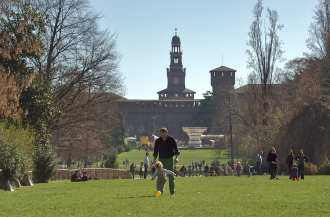 Sempione park is one of the best places to spend a fall afternoon in Milan.