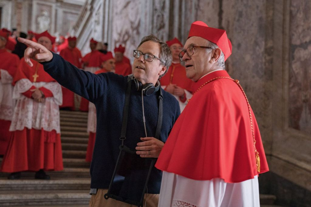 Director Fernando Meirelles and Jonathan Pryce filming The Two Popes, image courtesy of Studio Lucherini Pignatelli