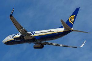 ¿Se pueden abrir o no las puertas de un avión en vuelo?