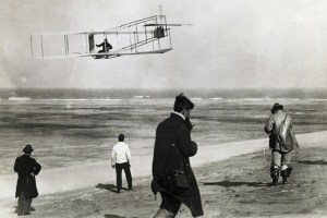 ¿Quiénes inventaron el primer avión?