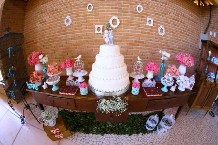 a melhor escolha_mesa bolo de casamento tematico