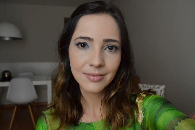 maquiagem usando base dermablend da vichy