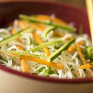 Substitua a massa comum ou integral pelo macarrão de arroz