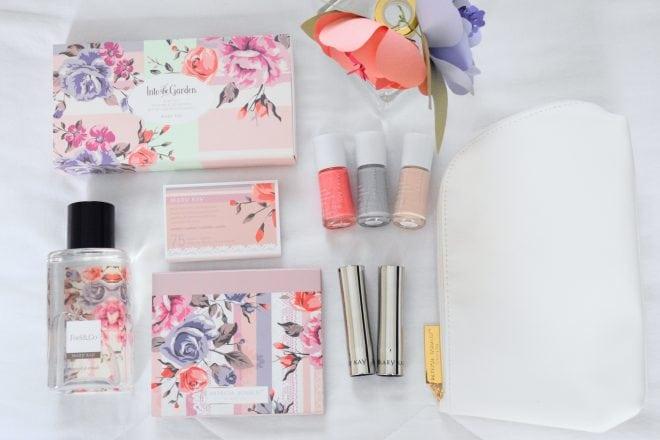 Informações sobre o lançamento da coleção de maquiagem Into the Garden da Mary Kay em parceria com a estilista Patricia Bonaldi