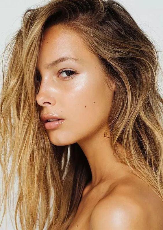 Dicas de iluminadores para pele do rosto e do corpo