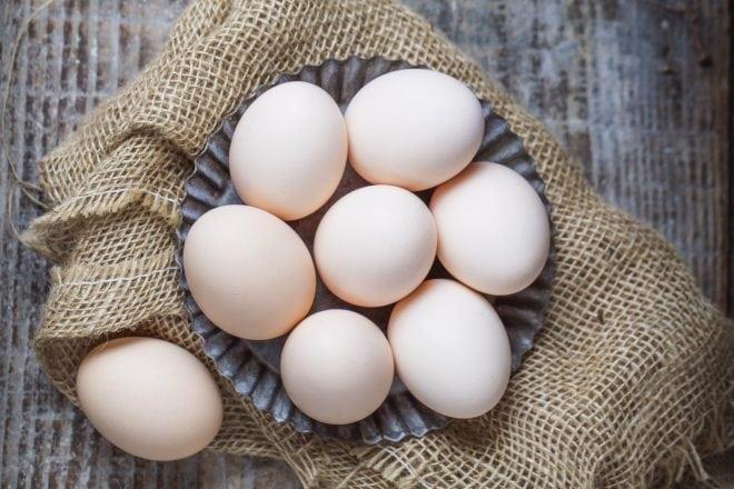 O ovo é um alimento saudável e uma excelente fonte de proteínas para o cabelo, pele, músculos e para pessoas que treinam e querem ganhar massa magra.