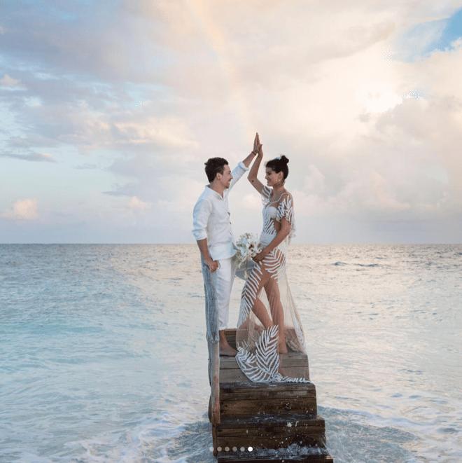 O vestido de noiva de Isabeli Fontana.