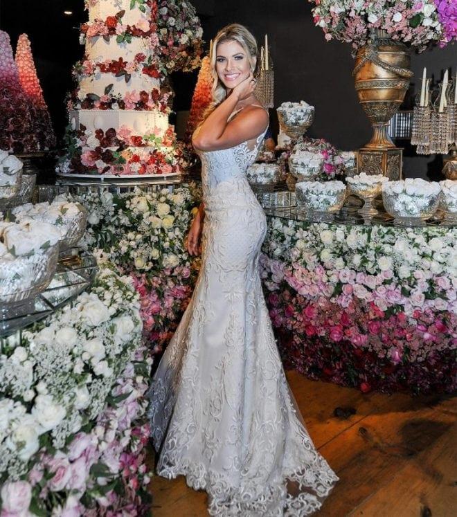 O vestido de noiva das famosas como Andressa Suita