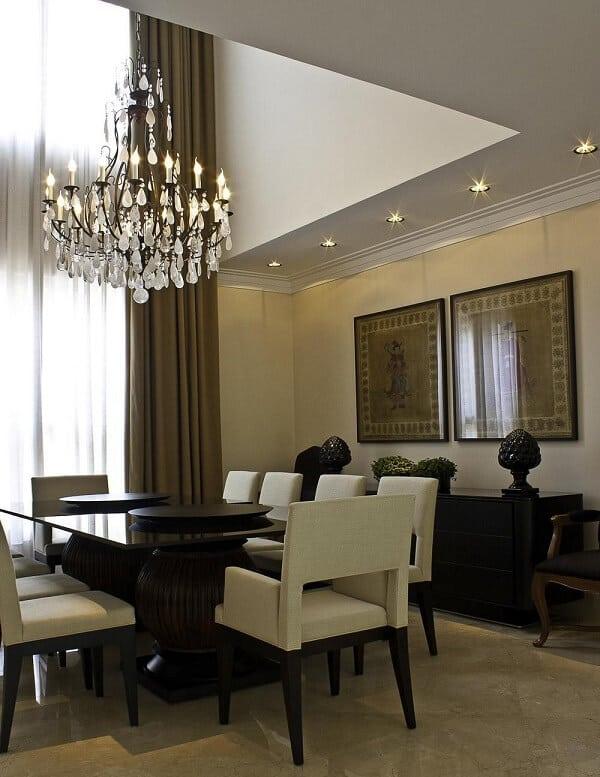 Como escolher o lustre perfeito para unir funcionalidade e beleza e iluminar sua sala de jantar com sofisticação e bom gosto.