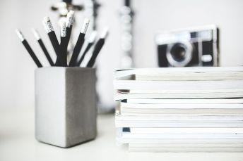 La chaîne du livre : 2 ; livre et stylos