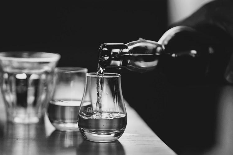 Sherlock par Nell - table eau