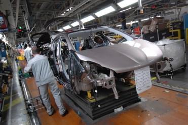 Peugeot 208 _ Montage (1)