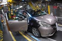 Peugeot 208 _ Montage (11)