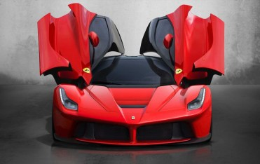 ct_laferrari_gallery_05_front_aperto