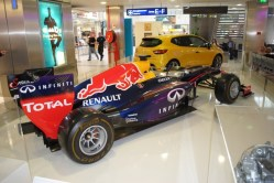 Renault Clio RS & RedBull RB9 Nice (4)