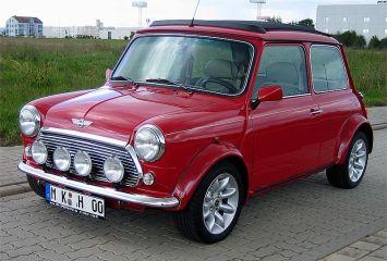 800px-Austin_Mini,_Baujahr_2000_-_2005-09-17