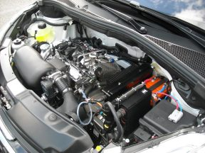 Capot moteur 208 HYbrid FE (3)