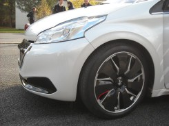 Peugeot 208 HYbrid FE (11)