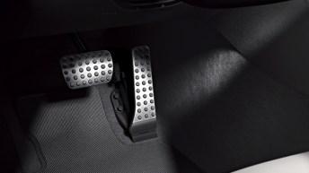AMG Sportpedalanlage aus geb?rstetem Edelstahl mit schwarzen Gumminoppen, crashaktive Pedalanlage, AMG Line Interieur (P29)