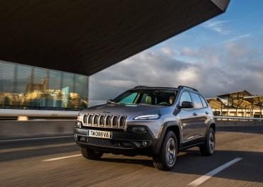 Jeep-Cherokee-2014-Euro-Spec_01