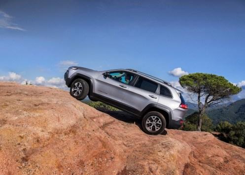 Jeep-Cherokee-2014-Euro-Spec_04