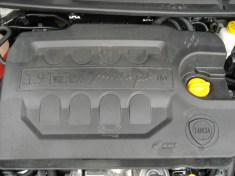 Lancia Delta moteur 1,9 190 MultiJtet (4)