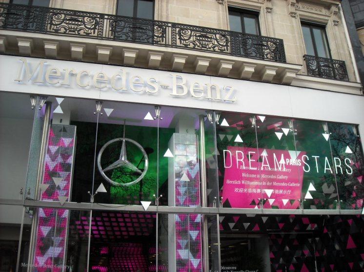 Mercedes Benz Gallery façade Dream Stars