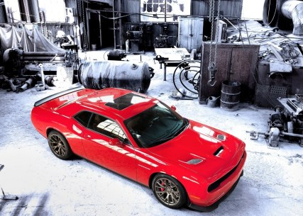 Dodge-Challenger_SRT_Hellcat_2015.2
