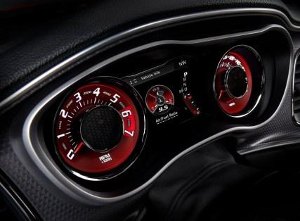 Dodge-Challenger_SRT_Hellcat_2015.50