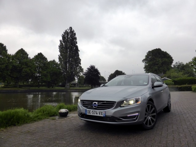Volvo V60 D6 AWD Plug-in Hybrid 01