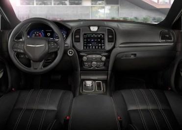 Chrysler-300C-2015-23