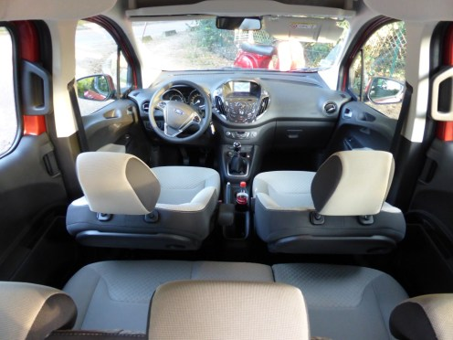 Ford Tourneo Courier 22