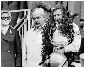 JP beltoise à Monaco après sa victoire