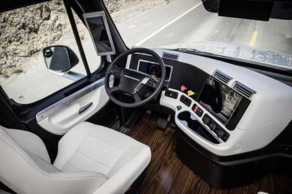 Daimler - Freightliner - 10