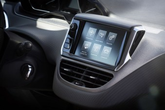 mirror-screen-Peugeot-208-restylee