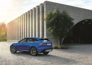 Jag_FPACE_LE_S_Location_Image_140915_02_LowRes