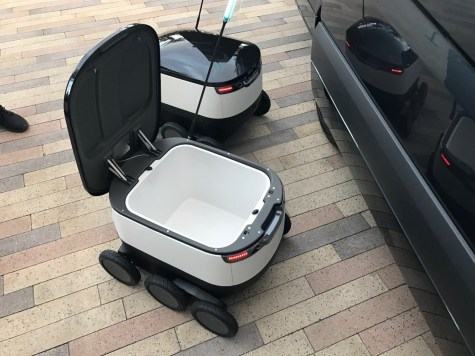 MercedesBenz-Vans-and-Starship-robots4