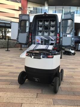MercedesBenz-Vans-and-Starship-robots5
