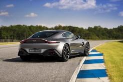 Aston Martin Vantage - 10