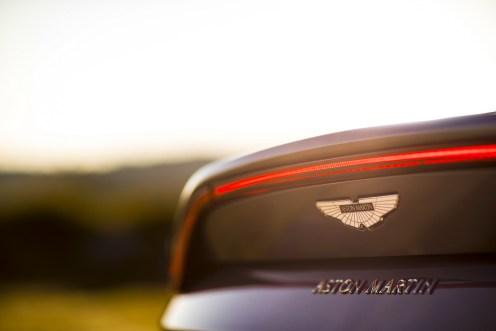 Aston Martin Vantage - 11