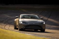 Aston Martin Vantage - 14