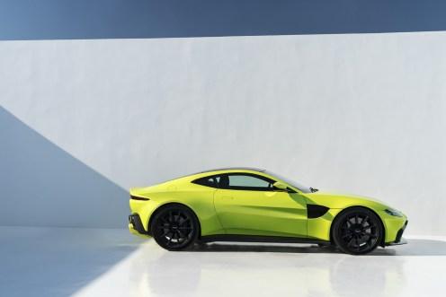 Aston Martin Vantage - 22