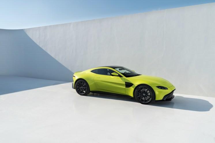 Aston Martin Vantage - 24
