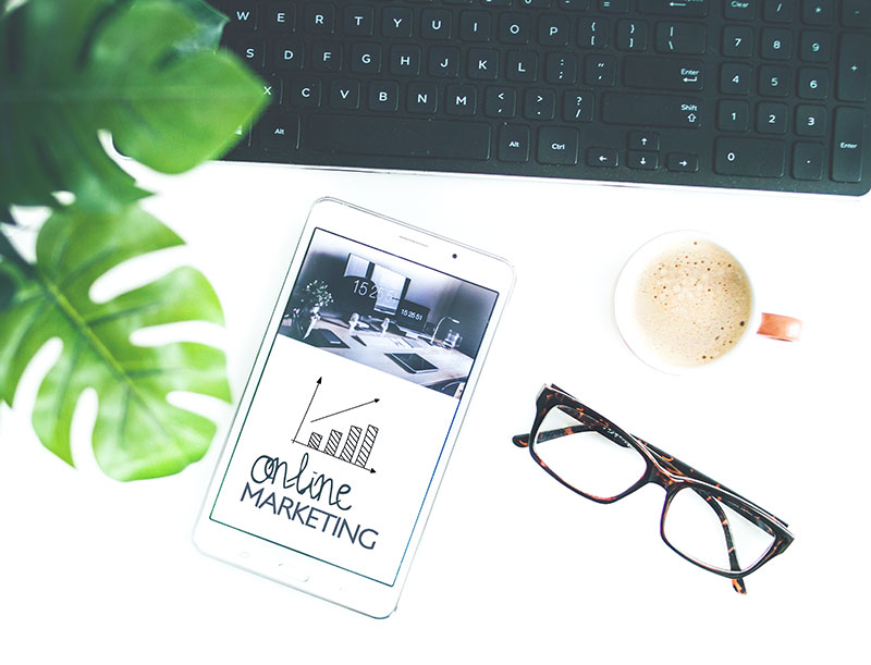 online marketing ipad with glasses and keyboard