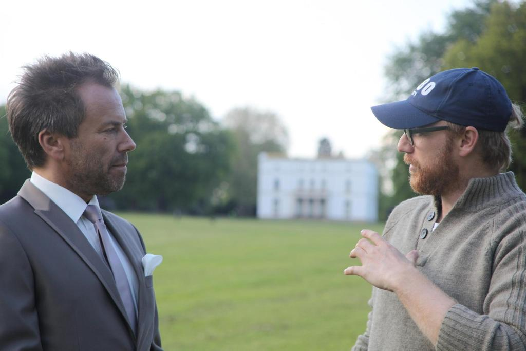 Regisseur Niermann mit Haupdarsteller Uwe Kröger am Set (c) Play On Films