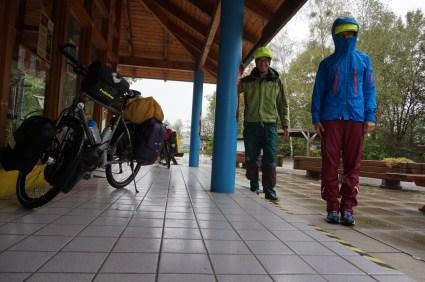 Regenkleidung hilft