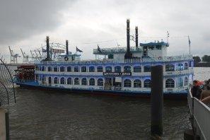 Abend-Veranstaltung auf der Elbe Louisana Star